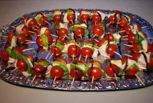 Tomate-Mozzarella als Partyhäppchen