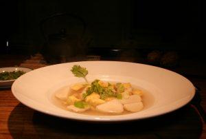 Vietnamesische Taro-Suppe mit Tofu