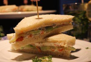 Cremige Gurken-Sandwiches mit 'Lachs'