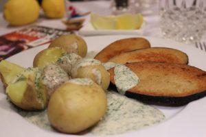 Visch, veganer Fisch, mit Dillsoße und Kartoffeln