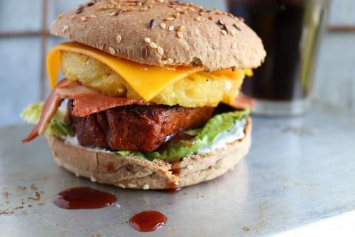 Burger Hawaii - mit gegrillter Ananas