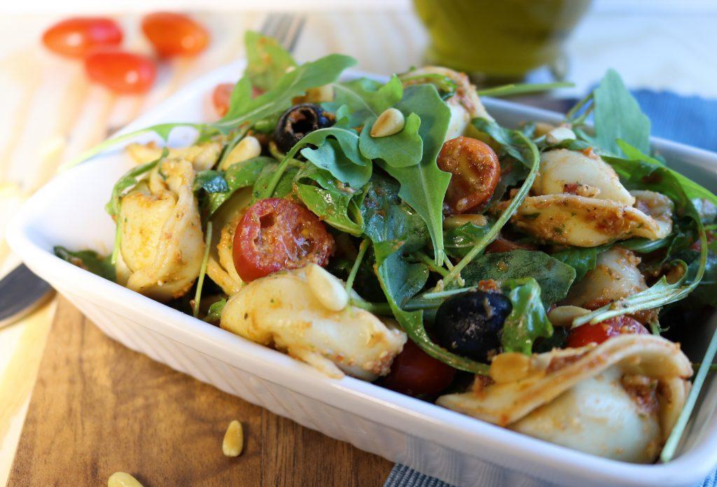 tortellini salat mit selbstgemachtem pesto daily vegan. Black Bedroom Furniture Sets. Home Design Ideas