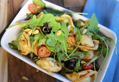 Tortellini-Salat mit selbstgemachtem Pesto
