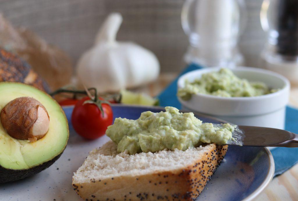 5 minuten avocado streich auf brot oder als dip daily vegan. Black Bedroom Furniture Sets. Home Design Ideas