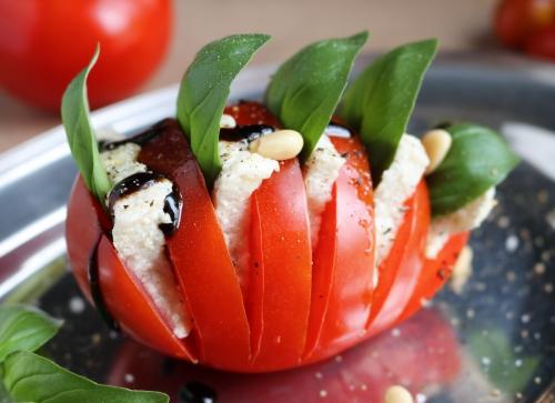 Tomate-Mozzarella - mit selbstgemachtem Flohzarrella
