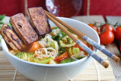 Vietnamesisch angehauchte Zitronengras-Nudelsuppe