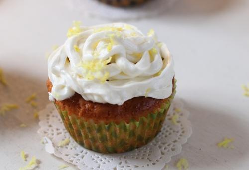 Holunderblüten-Zitronen-Muffins