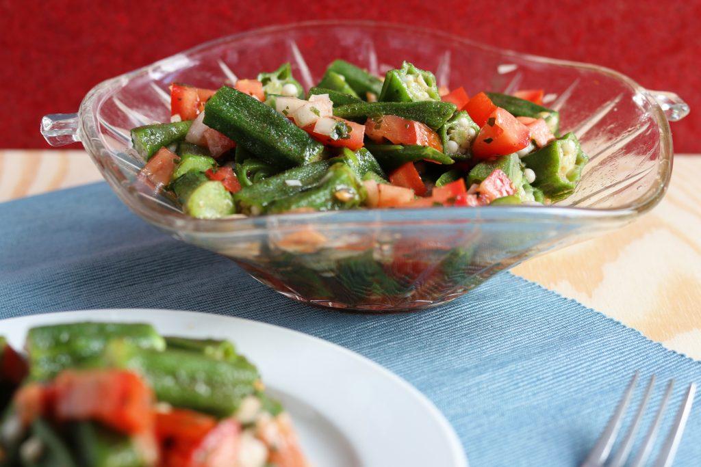 Dieser Okrasalat Ist Aus Der Kreolischen Küche. Kreolische Küche Ist Die  Fulminante Kochkunst Der Karibischen Inseln Und Aus New Orleans.