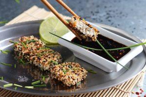 Sesamkrustentofu mit asiatischem Dip - in 10 Minuten fertig!
