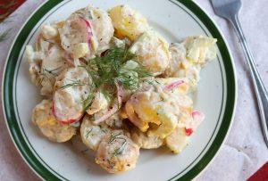 Englischer Kartoffelsalat mit pickled Onions