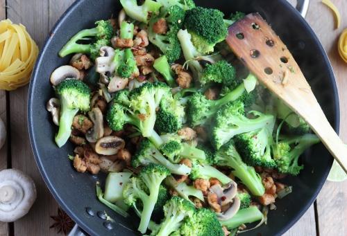 Miso-Sojaschnetzel mit Brokkoli