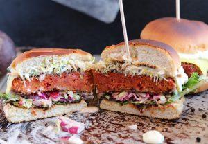 Bloody Cheeseburger mit Pfefferkruste