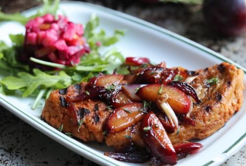 Seitan-Steak mit Pflaumen