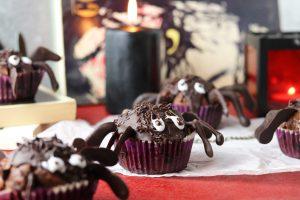 Schön schaurig: Halloween Muffin Spinnen