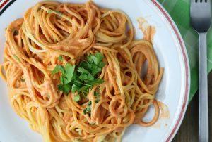 Spaghetti in roter Paprikasoße