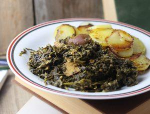 Grünkohl mit Kassler, Würstchen und  Bratkartoffeln
