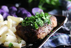 Steaks mit Balsamico-Reduktion