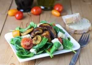 Spinatsalat, Mozzarella, gebratene Pilze