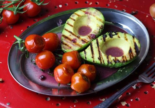 Saftige Tomaten und Avocado