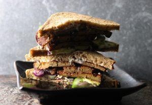 Rauchiges Ahorn-Seitan-Sandwich