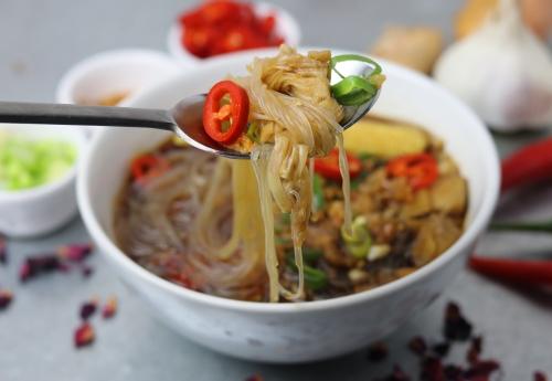 Miến Ga Vietnamesische Huhnchen Und Glasnudelsuppe Dailyvegan