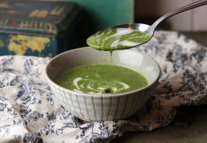Spinat-Erbsen-Cremesuppe, grün und lecker