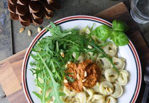 Tortellini mit rotem Pesto - vegan