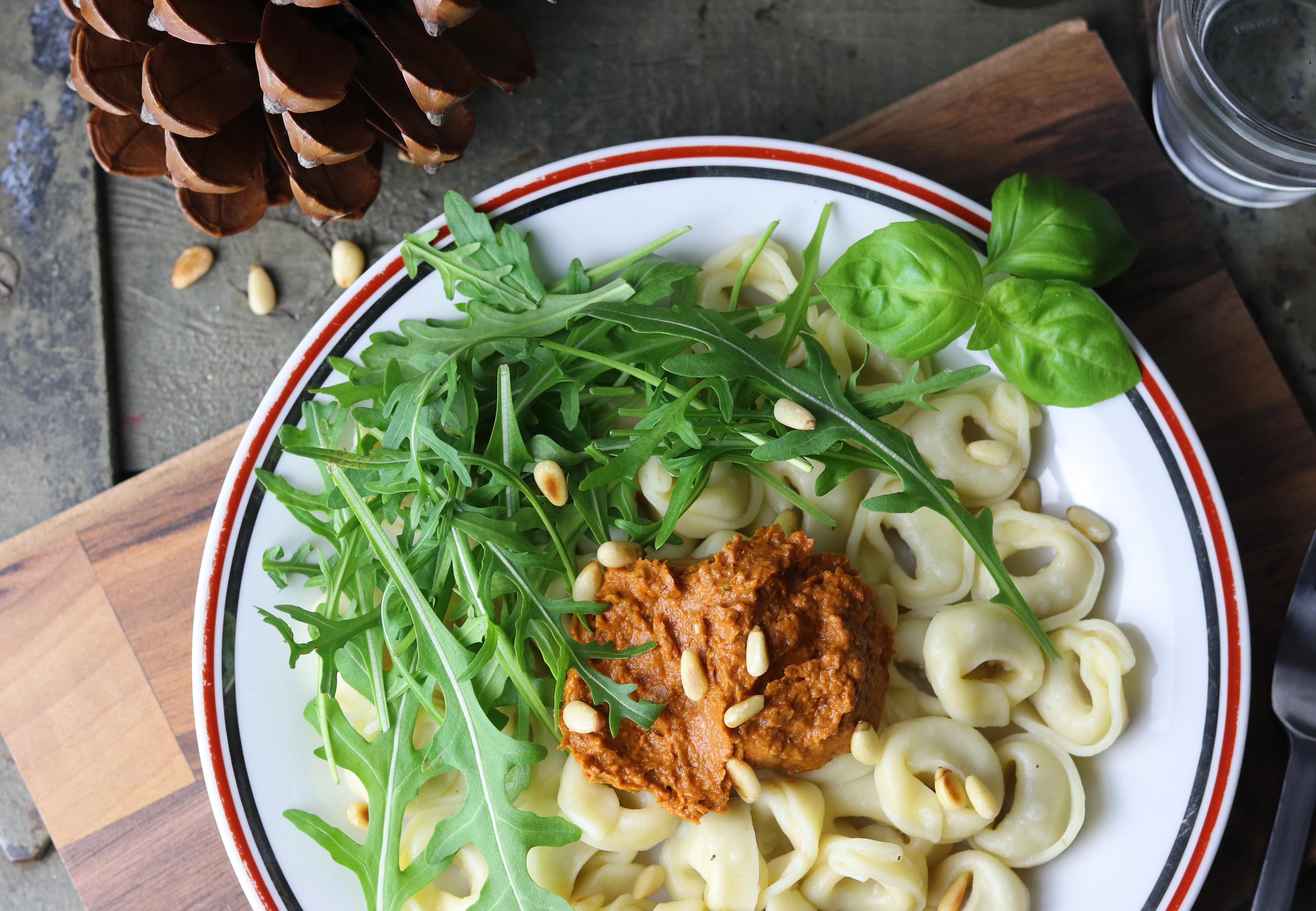 Tortellini mit rotem Pesto