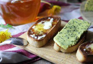 Mit Margarine auf Brot