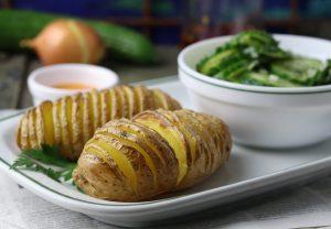 Kartoffeln mit Gurkensalat