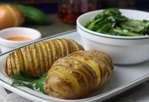 Fächerkartoffeln mit Gurkensalat
