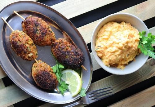 Köfte mit türkischem Karottensalat