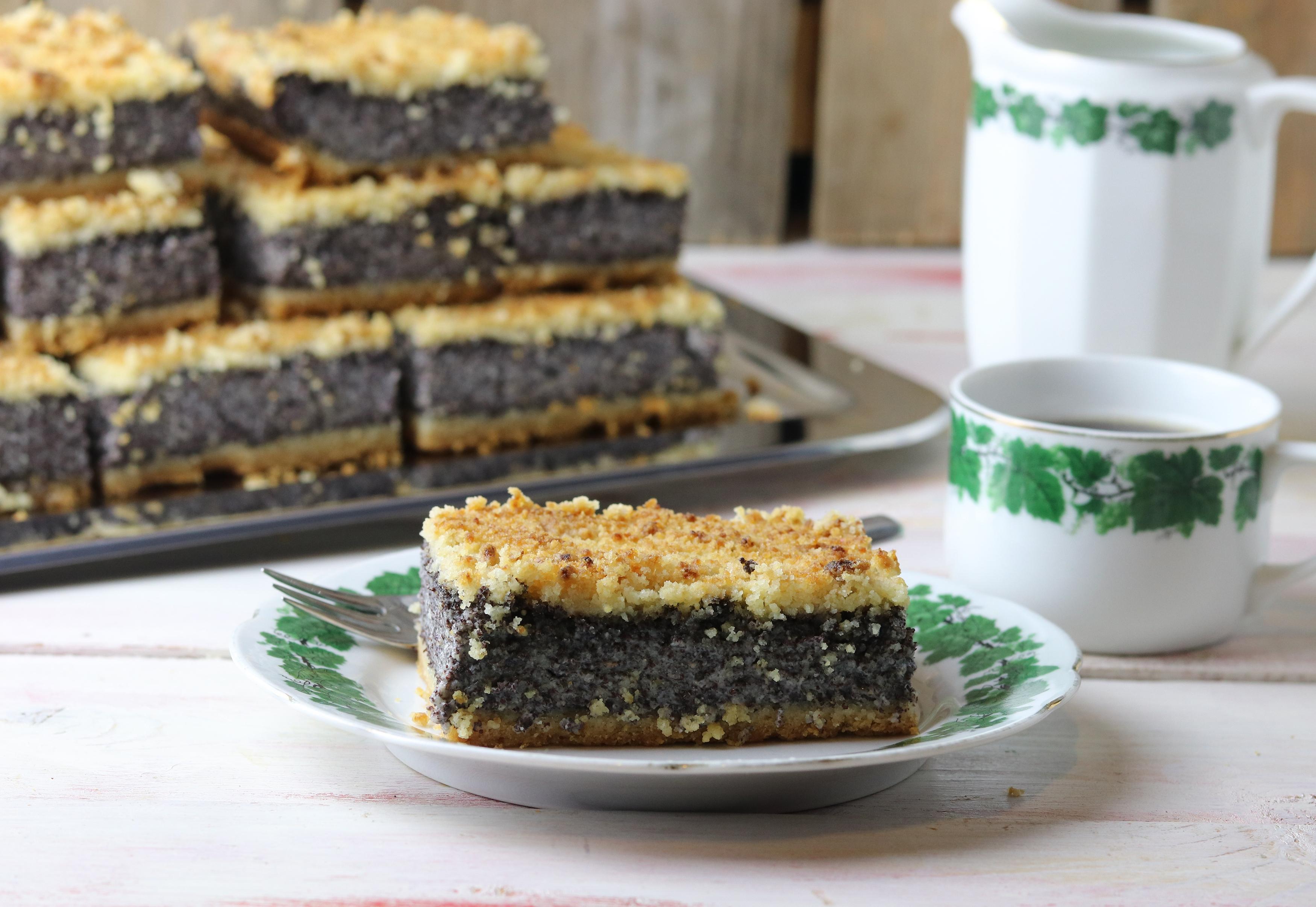 Mohnkuchen mit dicker Mohnschicht