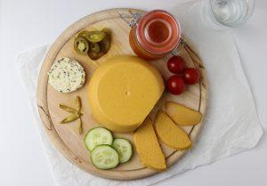 Cheddar-inspirierter veganer Käse