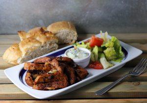 Gyros mit Fladenbrot und Salat