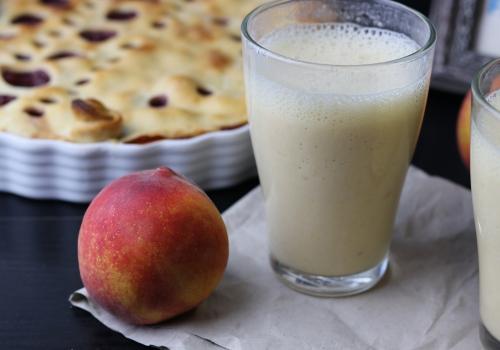 Mit frischen Pfirsichen