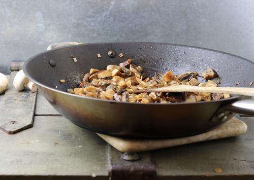 Anbraten der gemischten Pilze