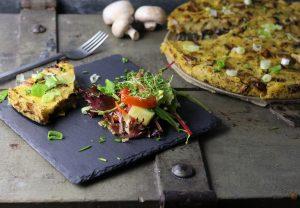 Polenta-Kuchen mit gemischten Pilzen