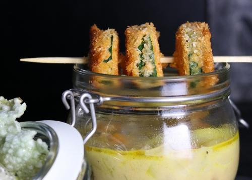 Mit Zucchinespießen