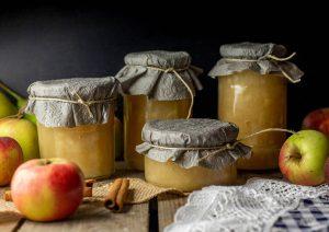 Apfelkompott oder Apfelmus, flink geerntet und gekocht