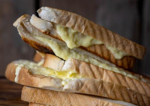 Zerlaufener, veganer Käse