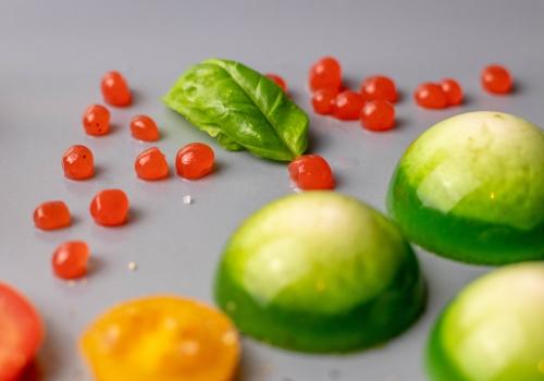 Glänzende, leckere Tomatenperlen