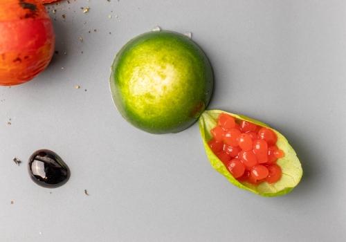Glänzende Tomatenperlen