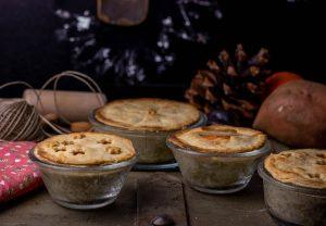 Pflaumen-Jackfruitgulasch, Süßkartoffelbrei, Pastete