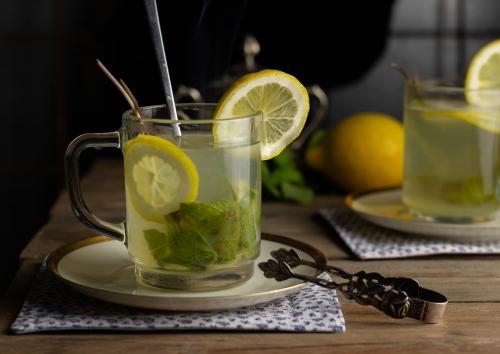 Heiße Minz-Zitrone