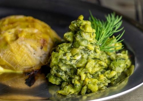 Dicke Bohnen in veganer Dillbutter