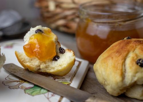 Mit selbstgekochter Aprikosenmarmelade