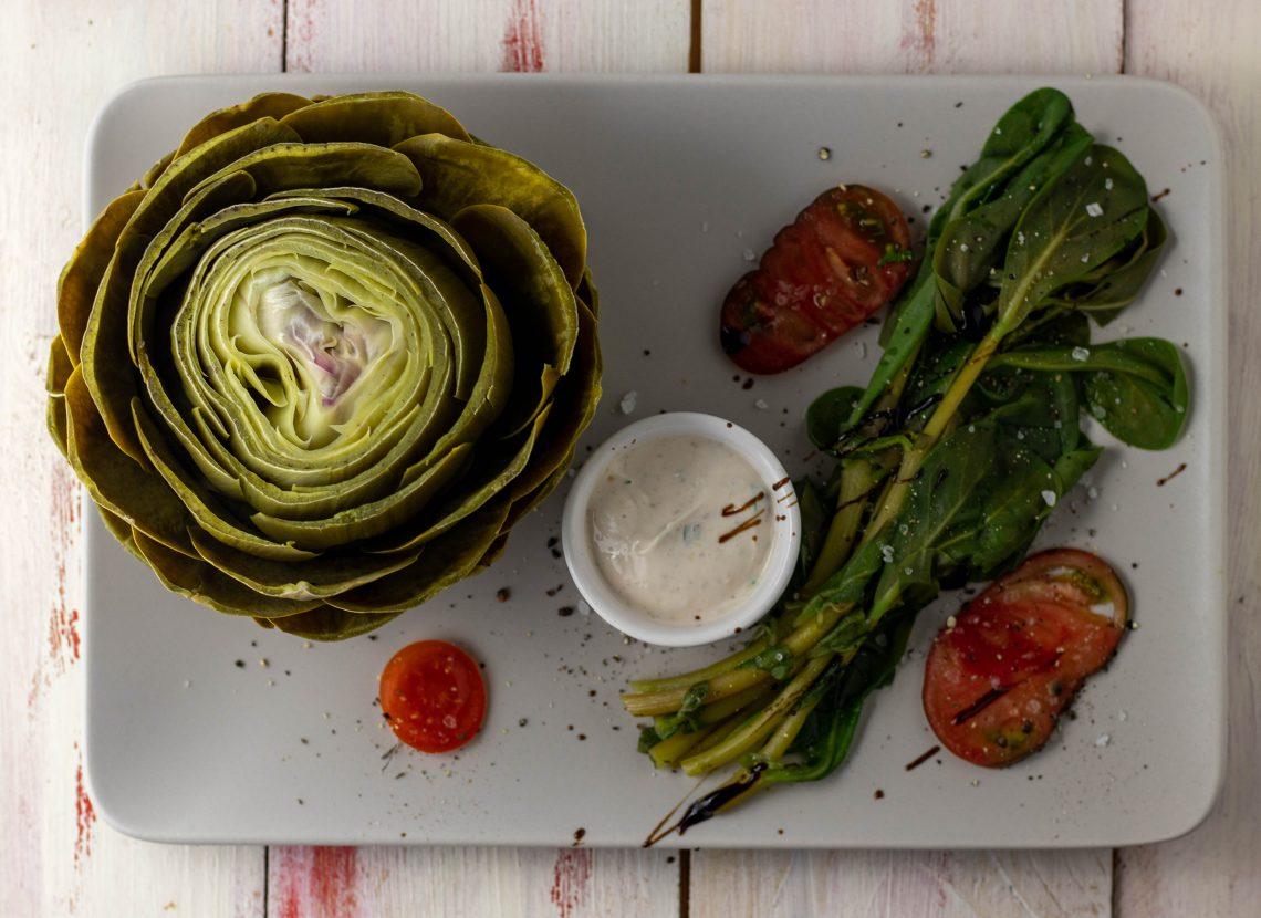 Artischoke mit veganem Waldhonig-Senf-Dip