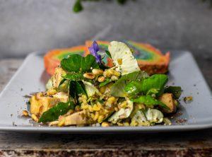 Mit Mungobohnen im Salat