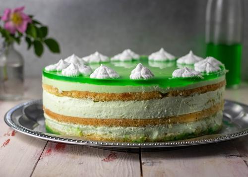 Grüne Maitorte mit leckerem Waldmeister